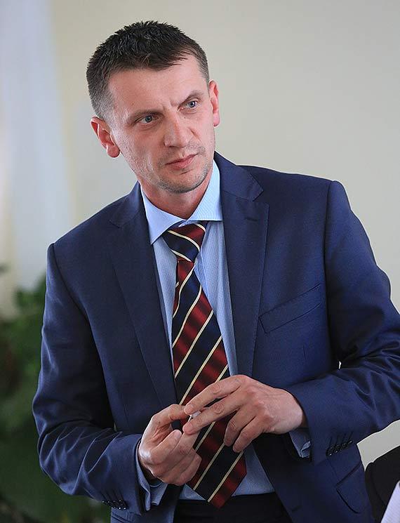 Niezwykły gest Przewodniczącego Rady Powiatu Sebstiana Mamzera. Darmowe chryzantemy